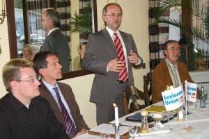 Jens Kamieth im Gespräch imt der Jungen Union und Senioren Union