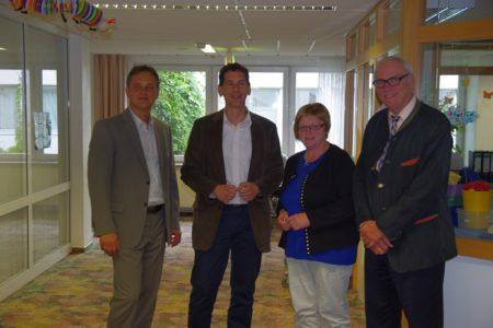 CDU-Landtagsabgeordneter Jens Kamieth auf Sommertour: Jens Kamieth besucht Altenpflegeeinrichtungen