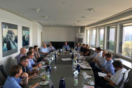 """CDU- Abgeordnete aus Südwestfalen tauschen sich mit Landwirten aus: """"Wir müssen für Akzeptanz der Landwirtschaft werben"""""""