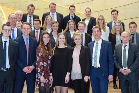 Kamieth begrüßt Auszubildende der Volksbank Siegerland eG im Düsseldorfer Landtag